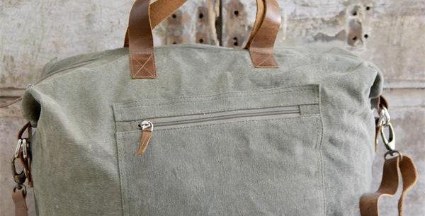 Reisetasche mit coolen Lederdetails -