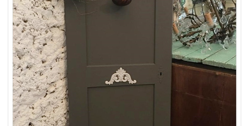 Tür mit Ornament- Door