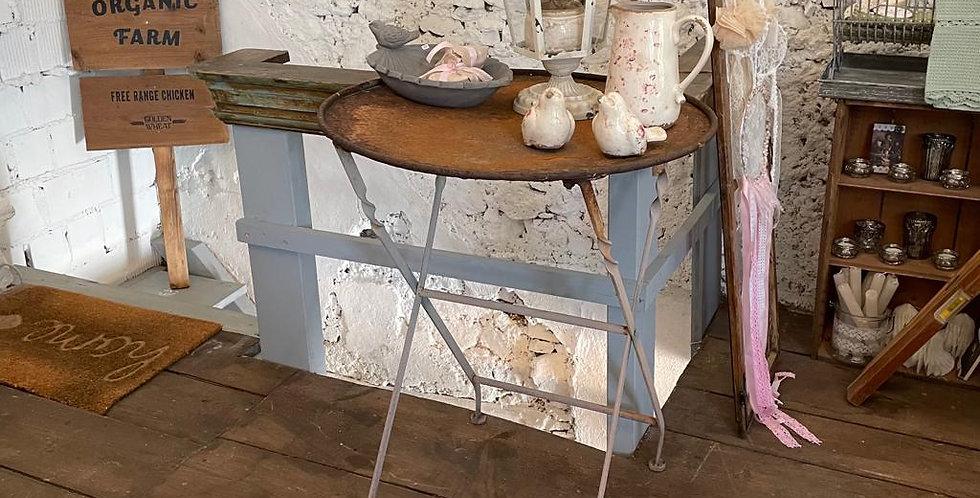 Tisch mit Rust Patina -table