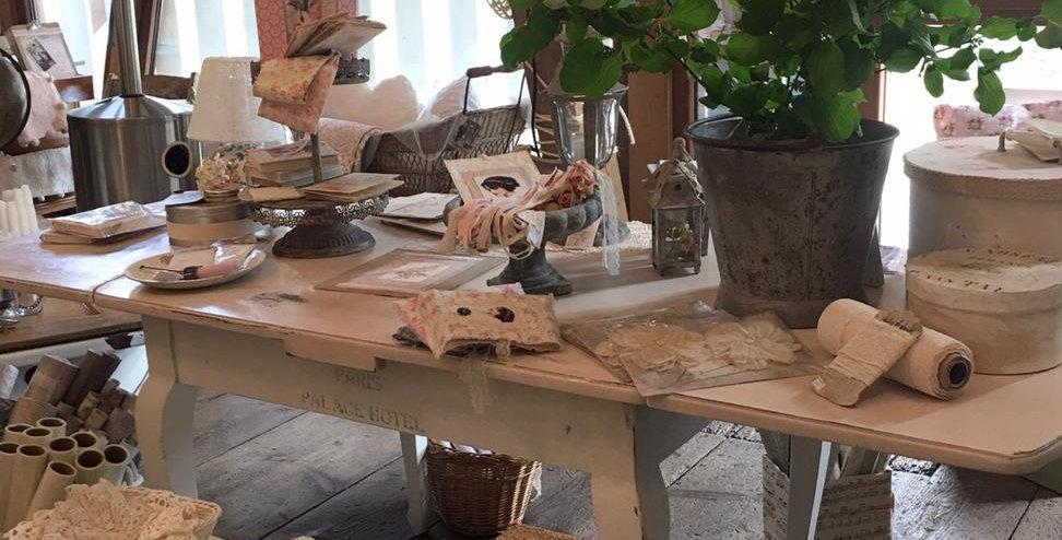 Tisch rosa/alt weiss