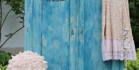 Schrank blau - Blue Armoire