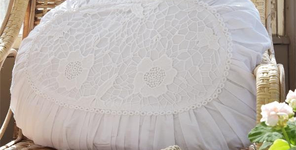 Kissen Oval- cushion with lace