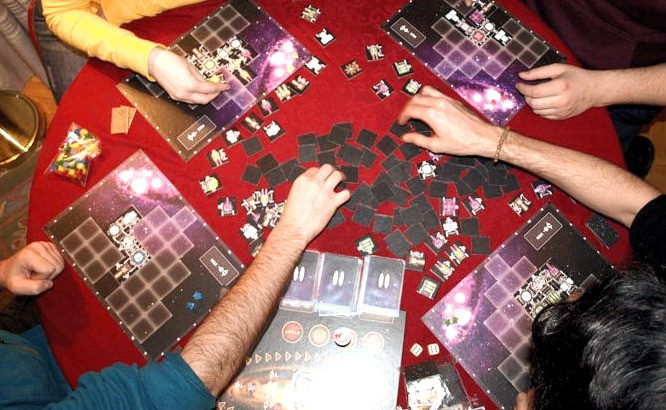 Gameplay action of real-time board game galaxy trucker.