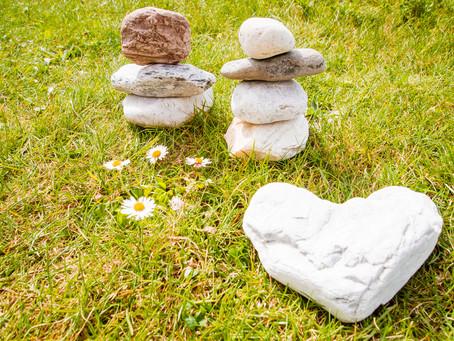 Rhythmik-Stunde mit Steinen