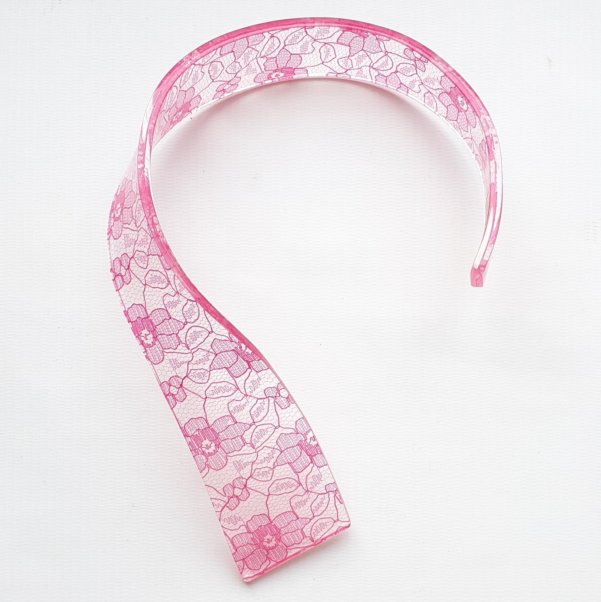neckpiece resin/lace fuscia