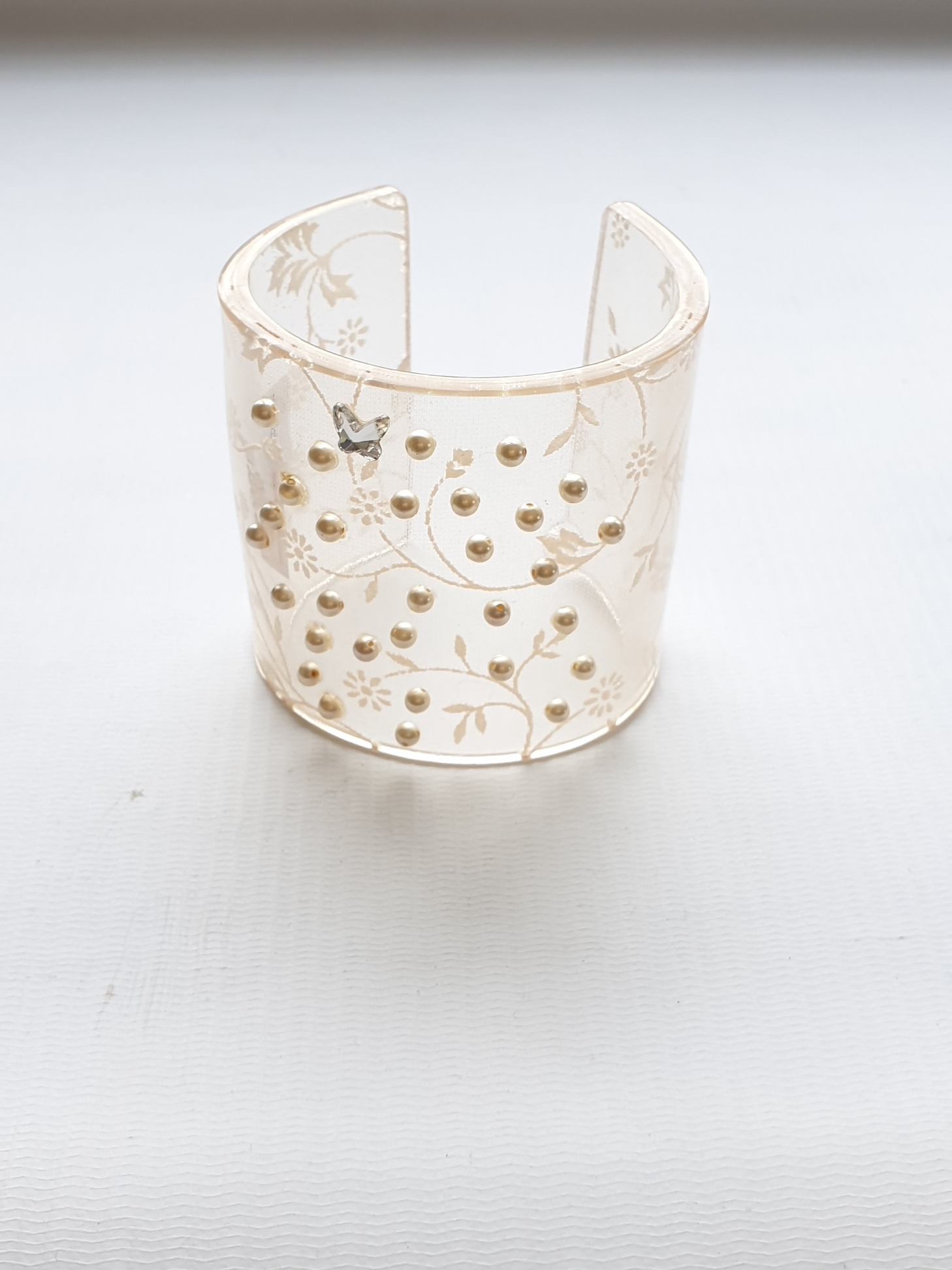 cuff resin/swarovski/pearls