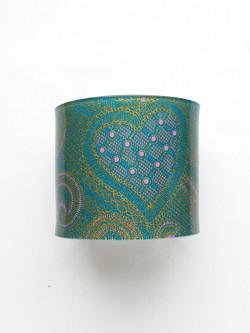 cuff resin heart print/teal