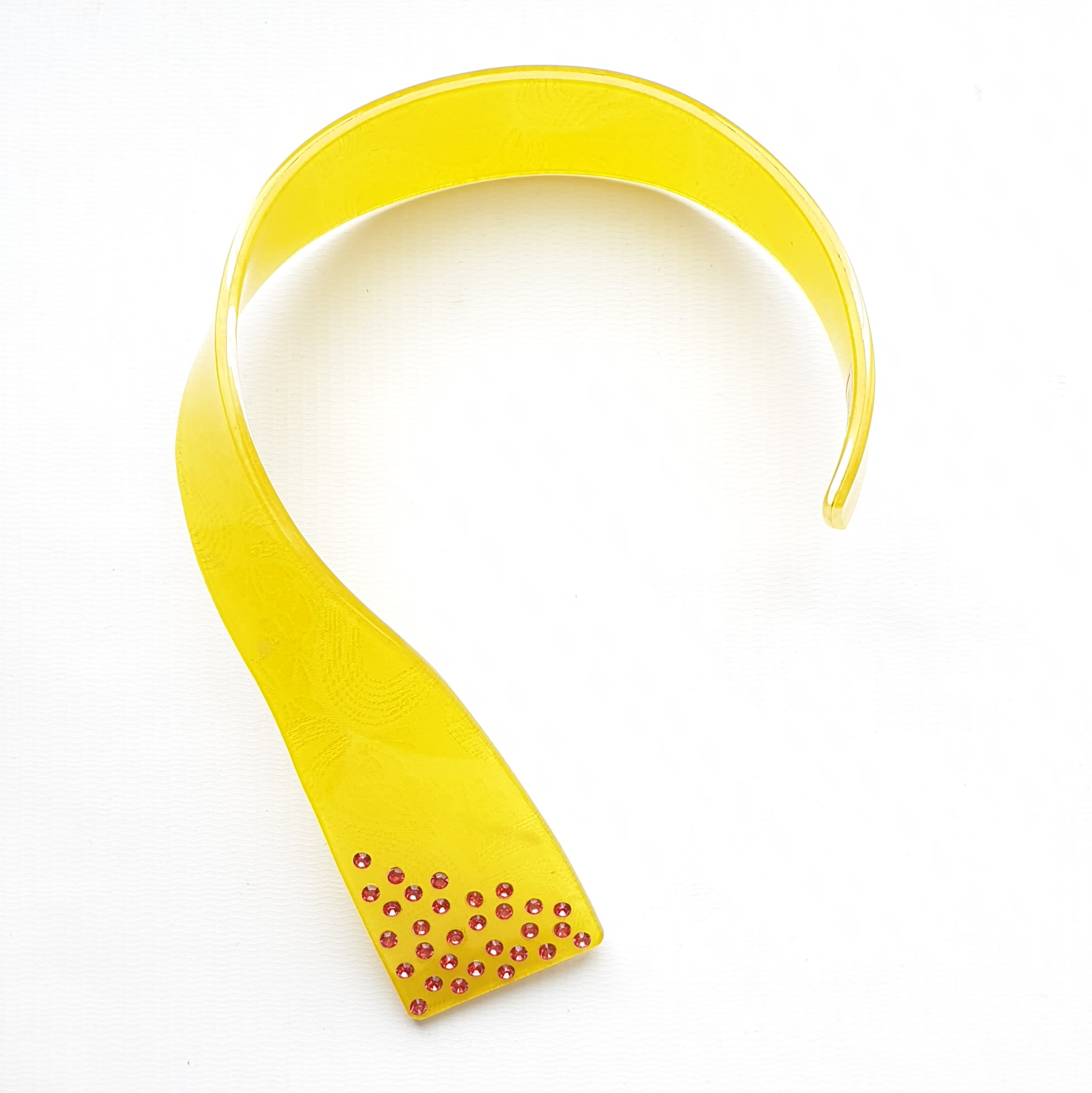 neckpiece resin/rhinestone yellow