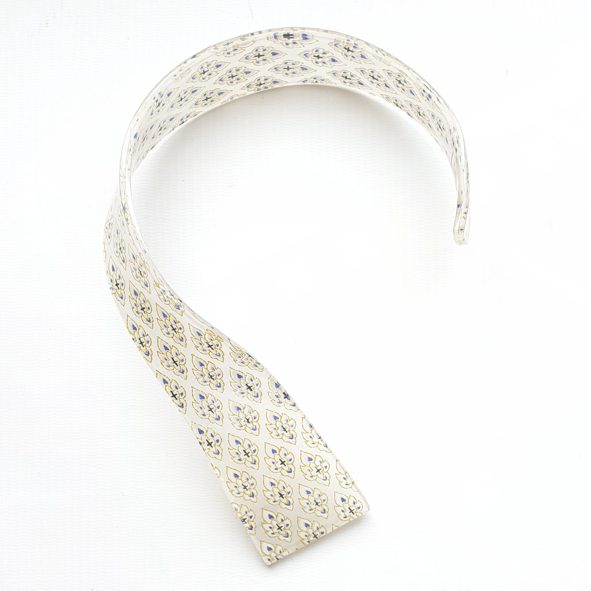 neckpiece resin print white/gold/navy
