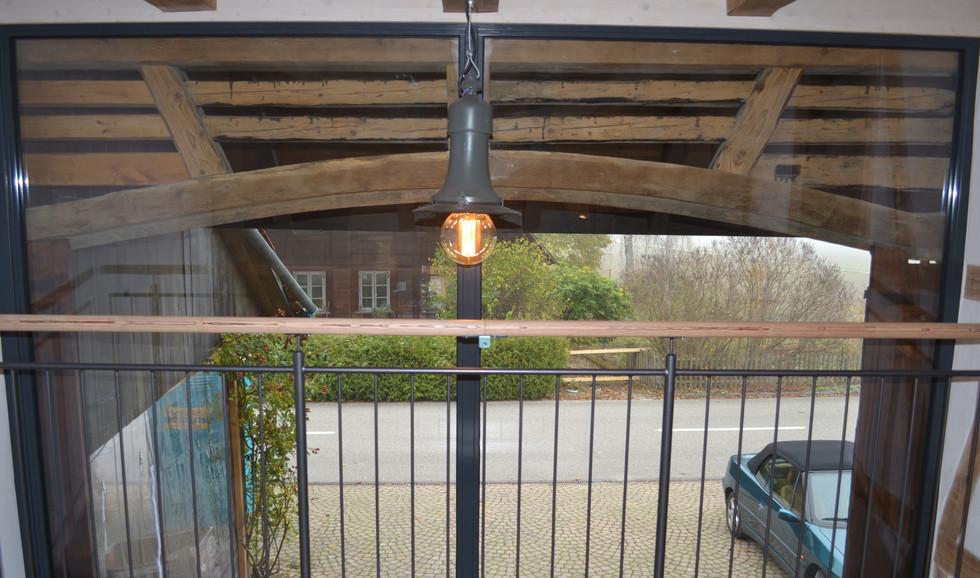 Glasfront Eingang - mit Rustikaler Beleuchtung