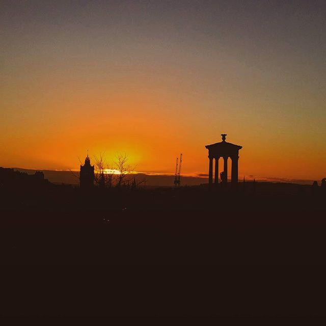 travel blog and lifestyle photo, sunset, scotland, edinburgh, europe