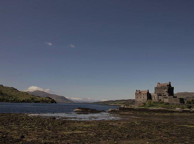 travel blog and lifestyle photo, castle, nature, landscape