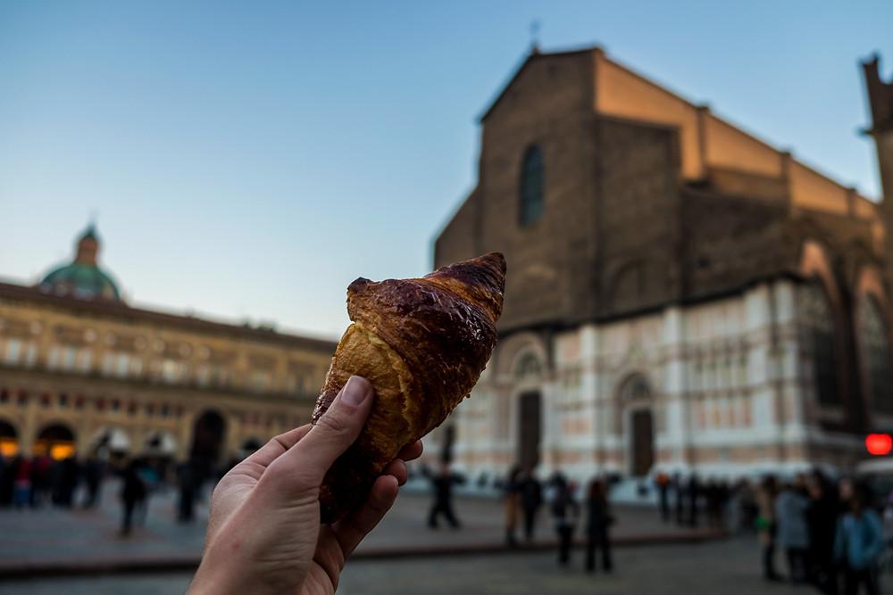 Bologna photography guide: piazza maggiore