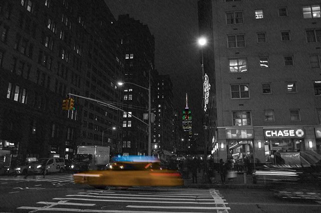 travel blog and lifestyle photo, new york, empire state, big apple, taxi, art