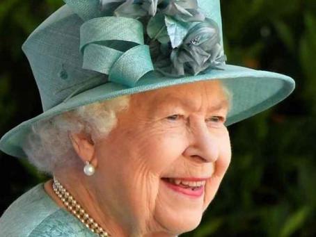 Reina Elizabeth II lanza a la venta su propia marca de Ginebra