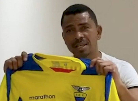 Figuras del fútbol ecuatoriano donan artículos deportivos para beneficiar a 1000 familias