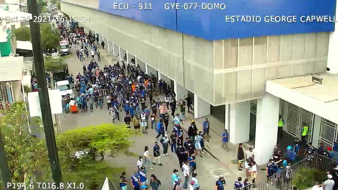 Videos: se reportan disturbios entre hinchas de Emelec y policías antes del Clásico del Astillero