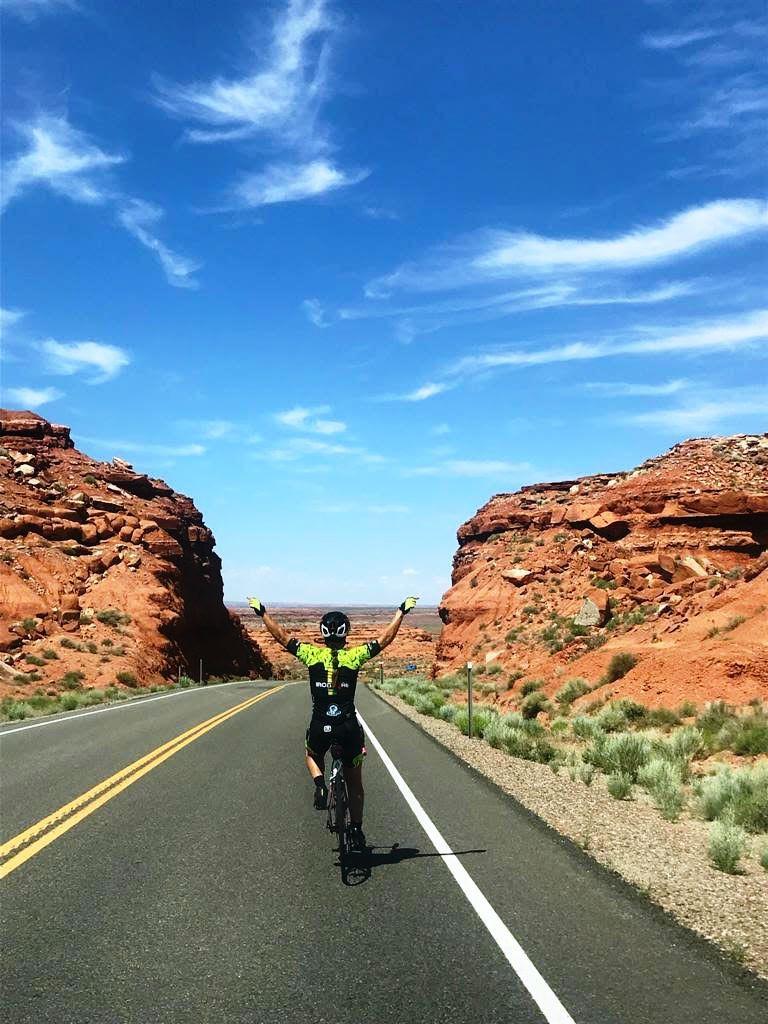 Ironmãe no deserto durante a RAW 1500km em 3 dias