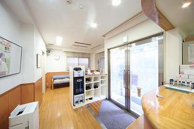 大阪市北区の泌尿器科 若月クリニック 待合室