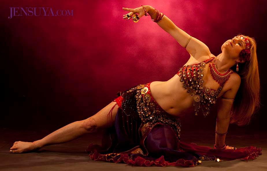 Belly dancer Jensuya in asymmetrical balanced belly dance pose.