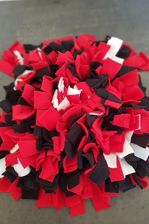 Black Red Hvite snuffle mat