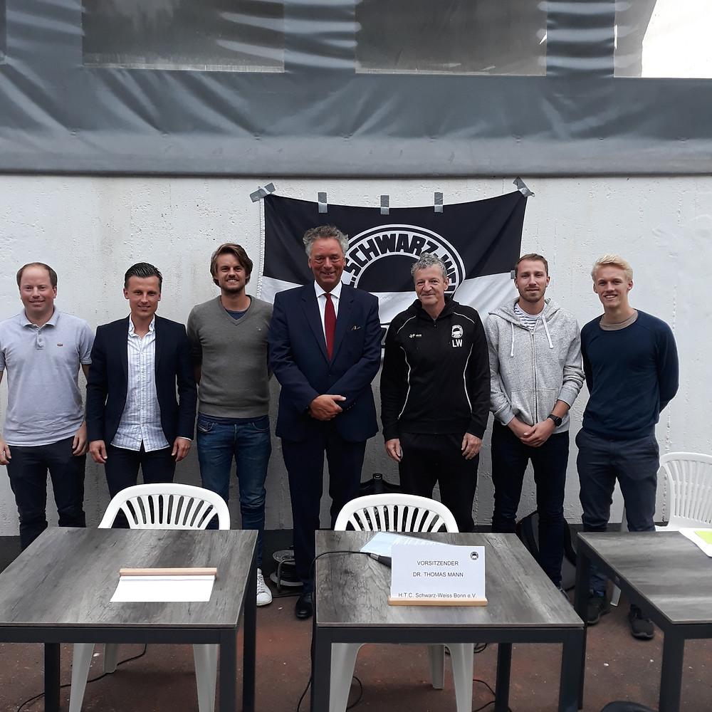 Der neue Vorstand (v. links): Michael Schüren, Max Kögler, Leon Lüneborg, Vorsitzender Dirk Vianden, Ludger Wichmann, Alex Bonanni, Lennart Lüneborg