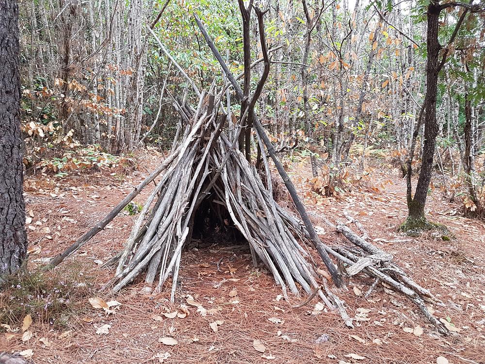 habitat saisonnier d'hiver, reconstitution historique, tipi de châtaignier