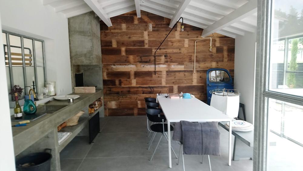 Construction neuve bois avec matériaux anciens récupérés, ile de ré, la rochelle, esprit bord de mer Emily Peterson eco construction la rochelle
