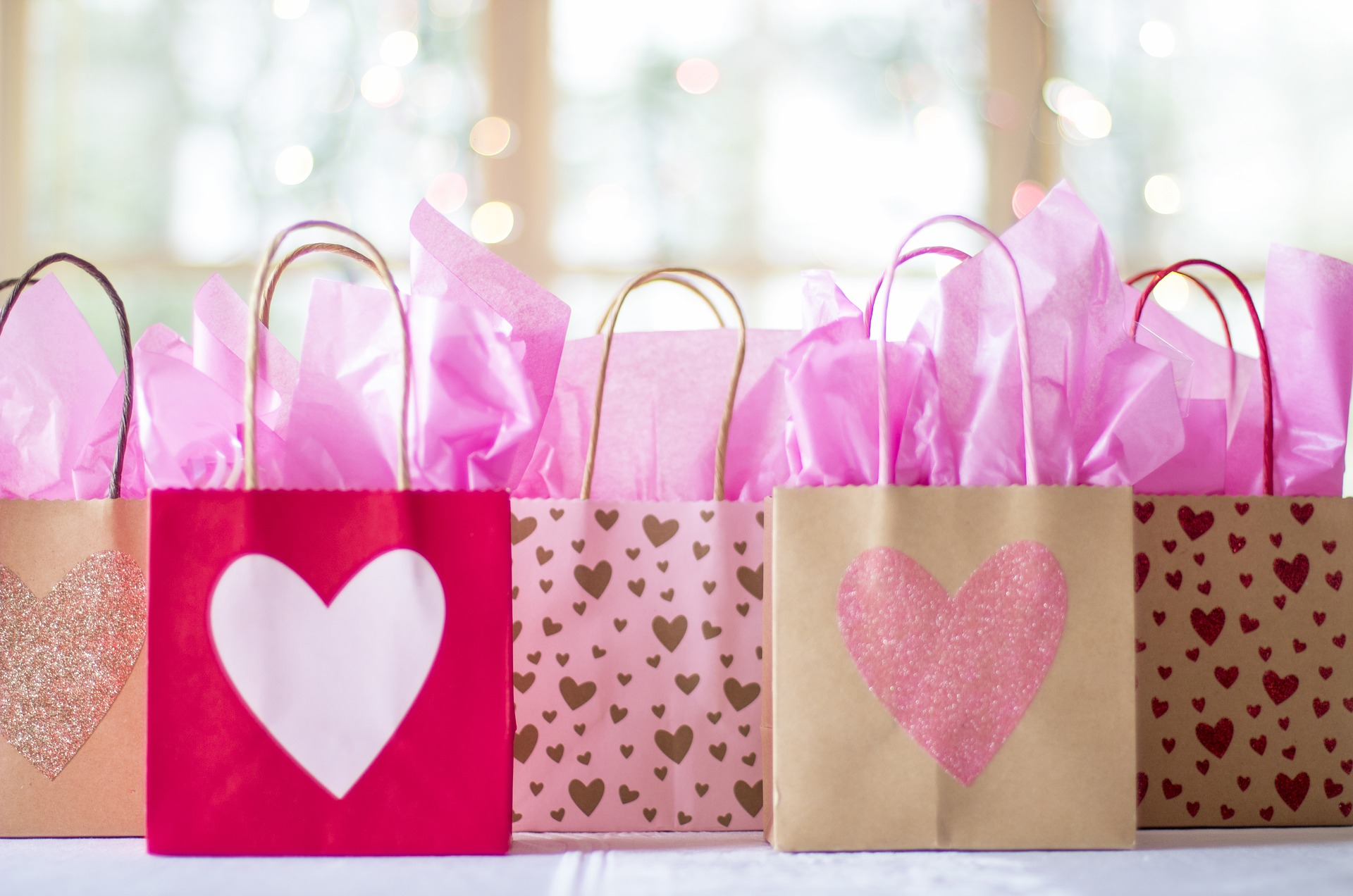 gift-bags-2067663_1920