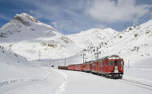 train-62849_640.jpg