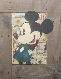 Mickey mains dans les poches