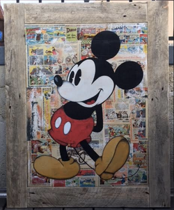 Mickey mains dans le dos