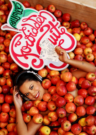 Apple Girl  5690.JPG