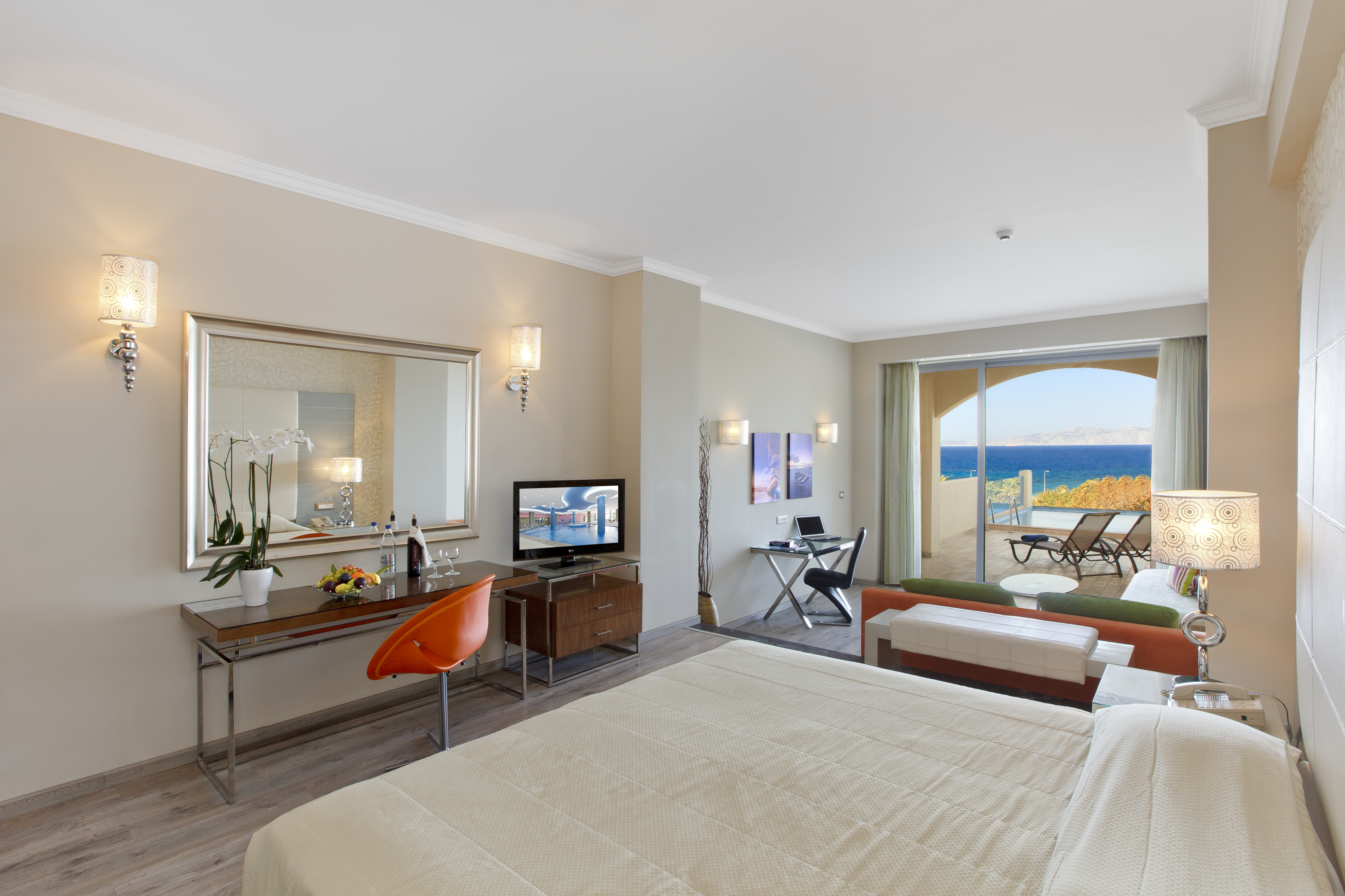 Deluxe Junior Suite Sea View with personal pool