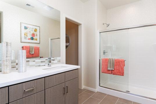 Alay Residence 1 Master Bathroom