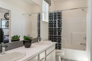 Suwerte Residence 6 Bathroom