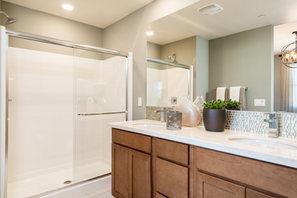 Suwerte Residence 5 Master Bathroom