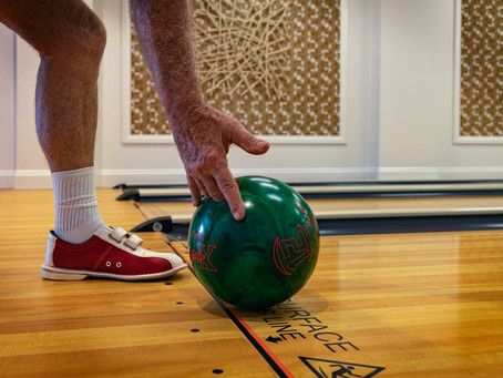How To Bowl A Bowling Ball For Beginners