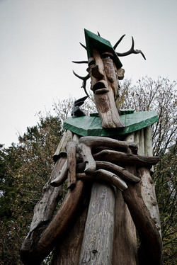 The giant tree man sculptor