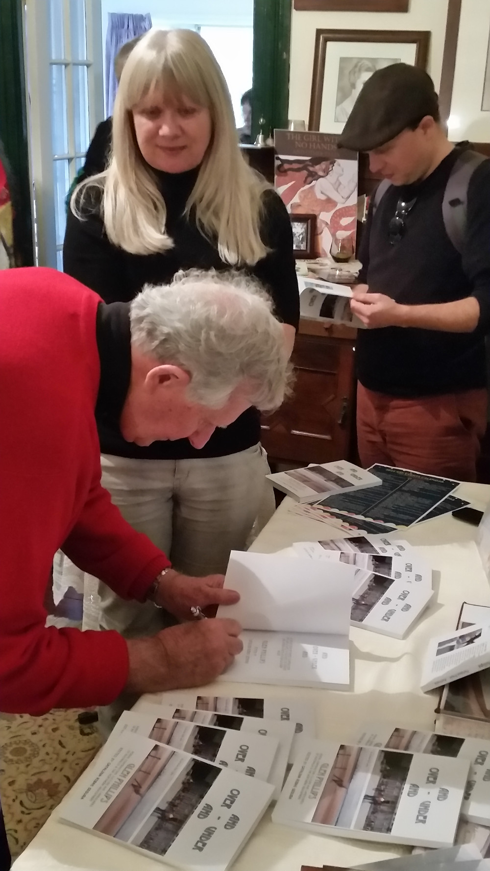 Glen Phillips signing copies of Over and Under