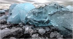 3 ice floes on the icelandic coast