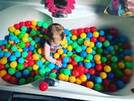 🔴🟡🔵 Ball-pit Bath time 🟢🟠🟣 As it's