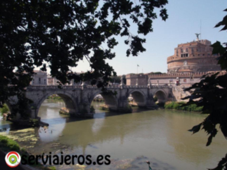 Rio Tiber con el Castillo Sant'Angelo al fondo
