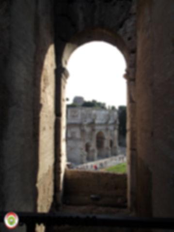 Arco de Triunfo visto desde el interior del Coliseo