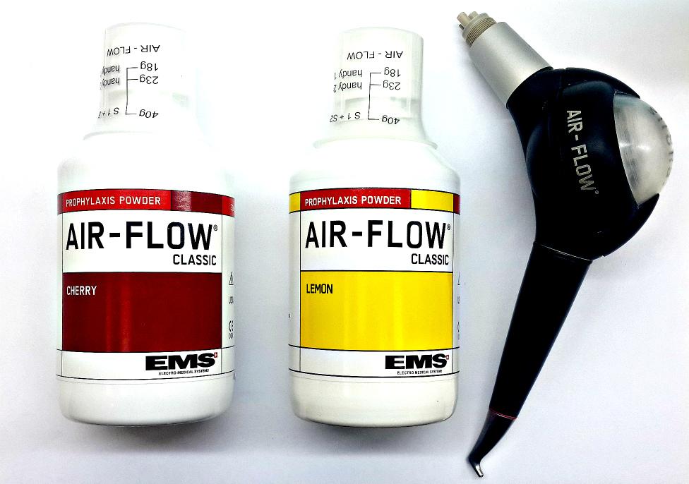 """Аппарат """"Air-flow"""" и порошок."""