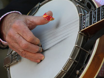 Roger Phillips Playing a hot tune scruggs style.