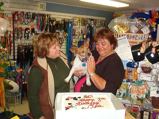 Opie Leslie and Judi in shoppe.png