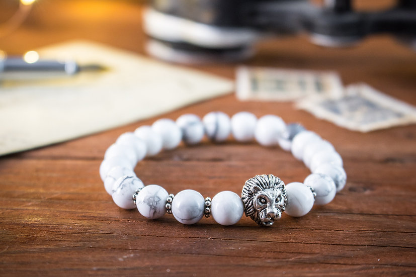 White howlite beaded stretchy bracelet with silver lion