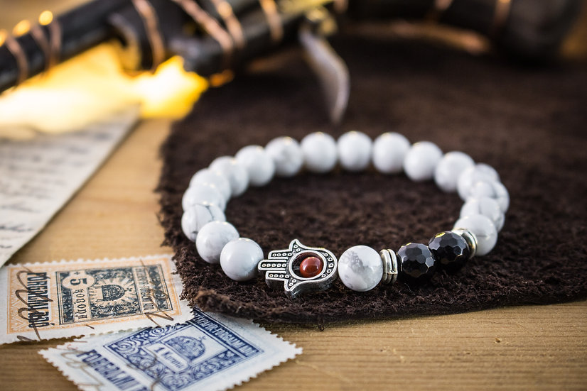 White howlite & faceted onyx beaded stretchy bracelet with Hamsa hand