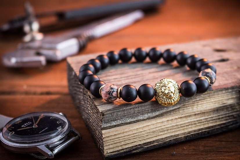 Matte black onyx & leopard skin beaded stretchy bracelet with gold lion